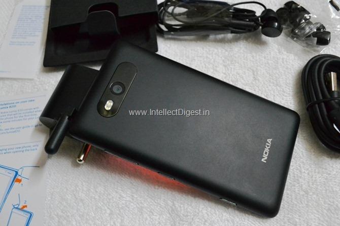 Nokia Lumia 820 Review (3)