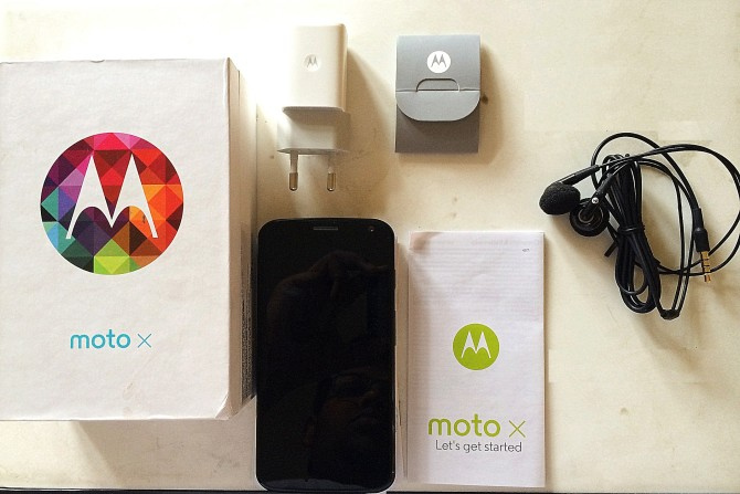 Moto X Retail Package - ( USB Cable in Box )