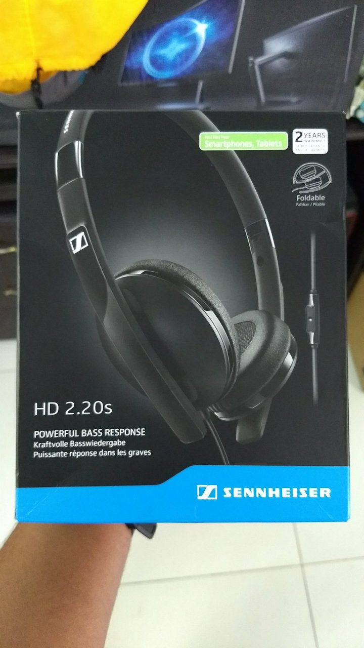 Sennheiser HD 2.20s Review - Box
