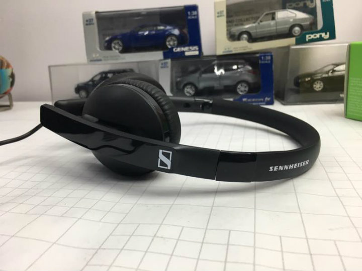 Sennheiser HD 2.20s Review - Side angle